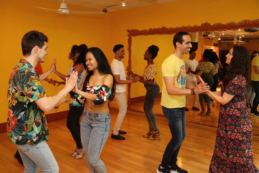 Danseurs de salsa cubaine durant un cours à l'Ecole des danses Latines-Tropicales.